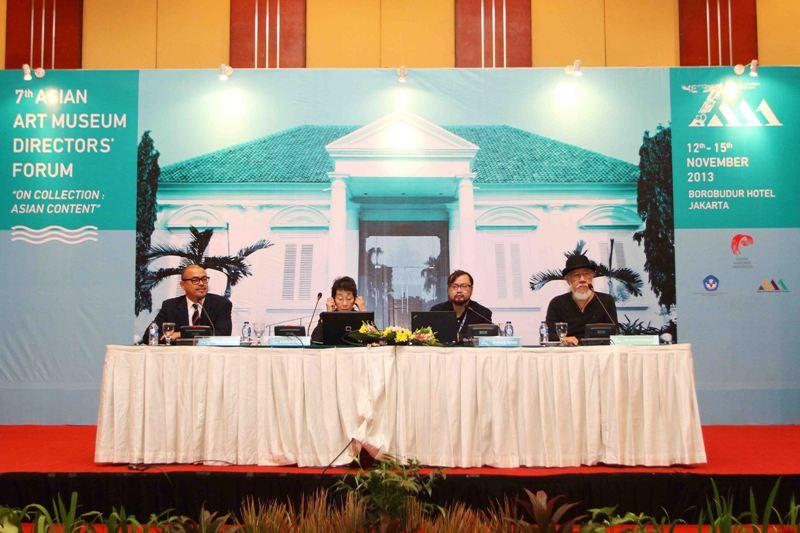 Pembicara dalam forum Direktur Museum Seni Rupa ASIA ke-7: (Ki-Ka) Badrolhisham Moh.Tahir (Malaysia), Akiko Mabuchi (Tokyo-Jepang), Zhang Qing (RRC), dan Jim Supangkat (Indonesia)