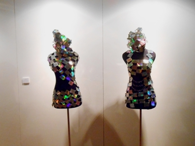 Tiarma Dame Ruth Sirait, Hippy Hi, costume made from telephone cards, covered by fancy paper, 2004-2005