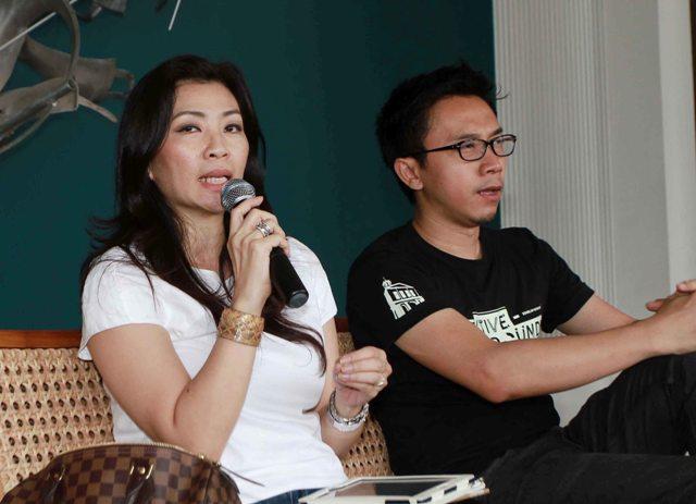Inu Herlina (kiri) dan Adi Panuntun (kanan) saat menjadi pembahas dalam diskusi di Galeria Fatahillah, Kantor Pos Fatahillah, Jakarta.
