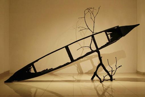 Something-Remains_Titarubi_size-233x385x241-cm_Burned-Wood_2014_small