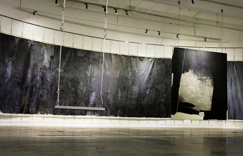 Ayunan karya instalasi Hanafi yang justru menjadi fokus utama pameran kali ini.