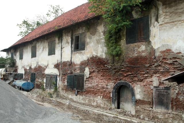 Sisa bangunan pergudang VOC abad 18, dikawasan Kota Tua Jakarta