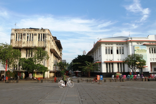 Proses revitalisasi dan konservasi gedung-gedung tua bersejarah di kawasan Kota Tua Jakarta terus berjalan semenjak diresmikannya konsorsium Kota Tua Jakarta. Aktifnya proses tersebut menjadi salah satu modal Kota Tua Jakarta untuk dinominasikan ke UNESCO