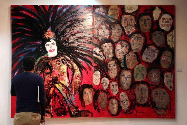 Karya lukisannya kerap menghadirkan figur-figur berwajah badut, penuh garis agresif dan warna-warna terang.