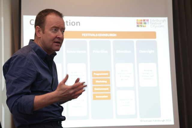 Head of Marketing and Innovation Festivals Edinburgh, James McVeigh memaparkan pengalamannya dalam mengelola Festivals Edinburgh dalam jumpa pers di Jakarta, Senin. (Dokumentasi British Council)