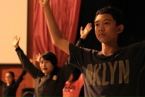 Kegiatan latihan Teater Madya SMA Rimba Madya Bogor (Sumber: Dokumentasi FTR V)