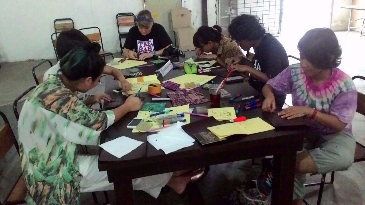 Workshop linocut bersama Grafis Huru Hara di Gudang Sarinah (sumber: dok. Grafis Huru Hara)