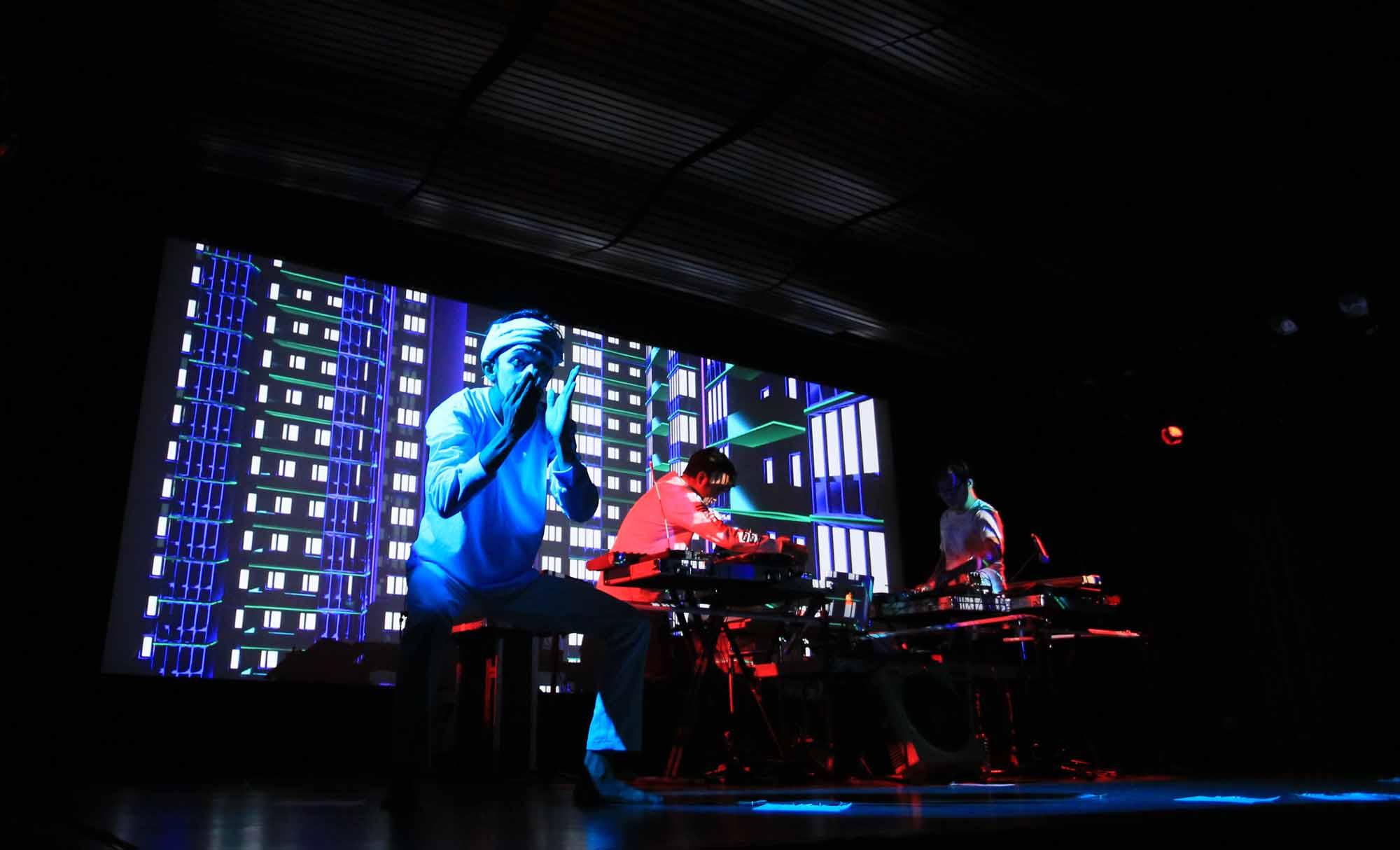 Seni pantonim Wanggi Hoed dalam konser