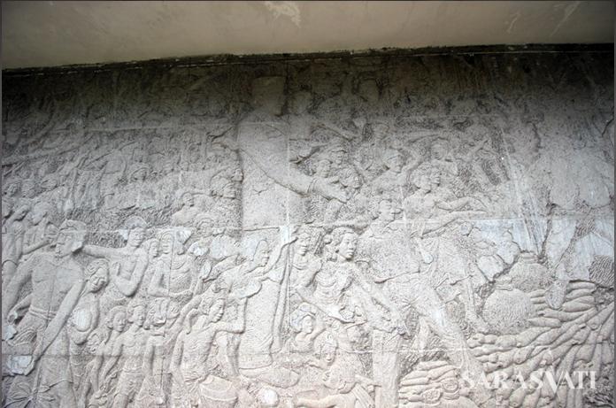 Relief di dinding Inna Grand Bali Beach,menggambarkan Bung Karno sedang menggendong anak kecil. (Foto: Silvia Galikano)