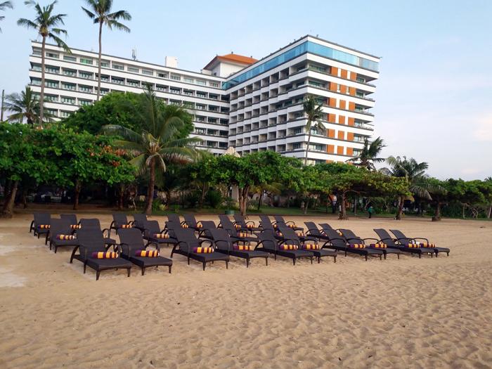 Tower dengan tinggi 10 lantai dilihat dari pantai Sanur (Dok. Inna Grand Bali Beach).