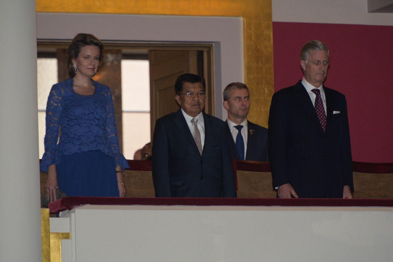 Raja Belgia Philippe Léopold Louis Marie, Ratu Mathilde, dan Wakil Presiden RI Jusuf Kalla. (Foto: Feri Latief)