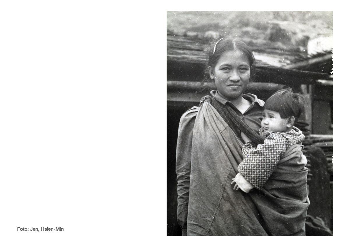 Foto ibu menggendong bayi menggunakan gendongan bayi kain. (Foto: Jen, Hsien-Min/ Dok. Studiohanafi)