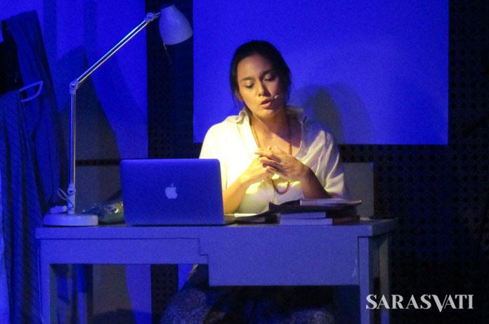 Ine sebagai penari perempuan sedang berkontemplasi mengenai sosok Gayatri (Foto: Ester Pandiangan)