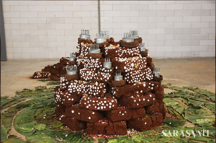 Dineo Seshee Bopape, KE MOLLO, variable dimension, instalasi mix media, batu bata, api, objek temuan, 2017. (Foto Jacky Rachmansyah) (1)