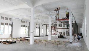 Pemasangan rangkai baja di Kantor Pos lantai  saat mempersiapkan Jakarta Contemporary Art Space