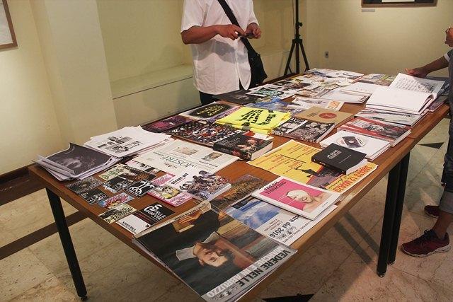 Artefak seputar pameran dan proyek-proyek street art Farhan Siki di Italia