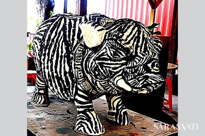Salah satu patung celeng karya Butet yang dilukis berbulu zebra