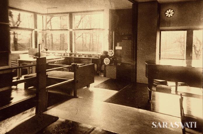 Foto dokumentasi rumah bergerak Rietveld Schroder