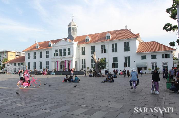 Kota Tua Jakarta menyimpan warisan hidup dan akulturasi budaya Eropa-Tionghoa-Arab-India, sebagai pusat jalur perdagangan Eropa dan Asia, intra Asia, dan antarpulau di Indonesia pada zamannya