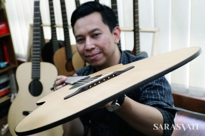 Friendly user, material kayu lokal adalah kelebihan dari produk gitar ini